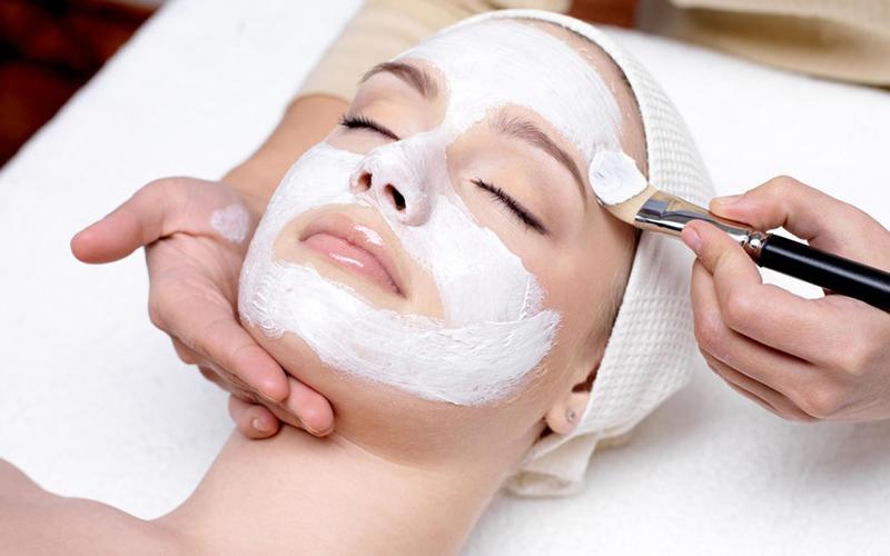 Преимущества химической чистки лица
